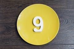 Nummer nio på den gula plattan Royaltyfri Foto