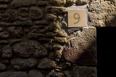 Nummer nio som skiner på en vaggavägg Royaltyfria Foton
