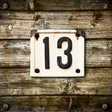 Nummer 13 op houten achtergrond Stock Fotografie