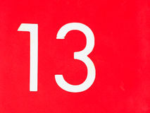 Nummer 13 op rode muur Royalty-vrije Stock Foto's