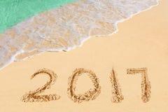 Nummer 2017 op strand Stock Foto's