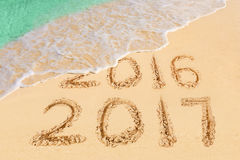 Nummer 2017 op strand Stock Afbeelding