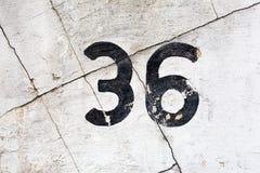 Nummer 36 på en sprucken vägg Royaltyfria Bilder