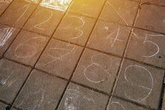 Nummer på trottoaren Arkivfoton
