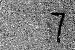 Nummer sju på den grungy cementväggen Royaltyfri Fotografi