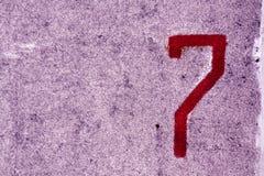 Nummer sju på den grungy cementväggen Fotografering för Bildbyråer