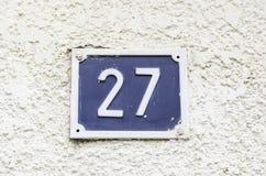 Nummer tjugo sju på en vägg Fotografering för Bildbyråer