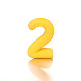 Nummer twee 2 gemaakt van gele geïsoleerde plasticine Stock Foto's