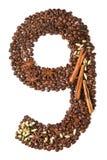Nummer 9 van koffiebonen en species op witte achtergrond worden geïsoleerd die Stock Fotografie
