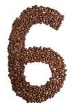 Nummer 6 van koffiebonen op witte achtergrond worden geïsoleerd die Royalty-vrije Stock Afbeeldingen