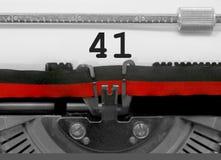 Nummer 41 vid den gamla skrivmaskinen på vitbok royaltyfria foton