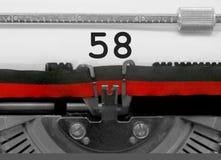 Nummer 58 vid den gamla skrivmaskinen på vitbok Arkivbild