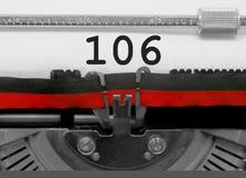 Nummer 106 vid den gamla skrivmaskinen på vitbok Fotografering för Bildbyråer