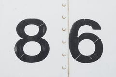 Nummerieren Sie 86 achtzig sixwhite alte Metallhintergrundbeschaffenheit Stockfotografie