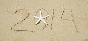 Nummerieren Sie 2014 auf dem Sand - Feiertagskonzept Lizenzfreies Stockfoto