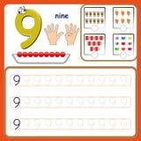 Nummerieren Sie die Karten und die Zahlen zählen und schreiben und Zahlen lernen, die Zahlen, die Arbeitsblatt für Vorschule verf lizenzfreie stockfotos