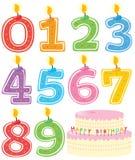 Nummerierte Geburtstag-Kerzen und Kuchen Stockfoto