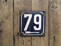nummerplaat 79 op hout Stock Foto's