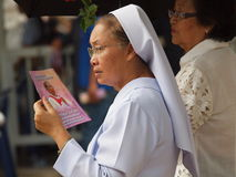 Nun holding book Royalty Free Stock Images