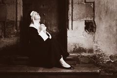Nun praying Royalty Free Stock Photos