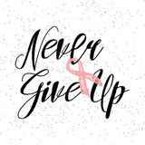 Nunca dê acima citações inspiradas sobre a conscientização do câncer da mama Foto de Stock Royalty Free