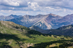 Nunca las montañas del verano de Colorado Imagen de archivo libre de regalías