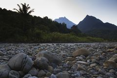 Nungkok kulle och montering av Kinabalu Royaltyfria Foton