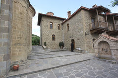 Nunna i borggården av en kloster Royaltyfria Bilder