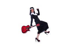 Nunna som spelar gitarren Royaltyfri Fotografi