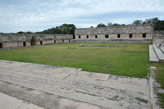Nunneklosterbyggnader i Uxmal Yucatan halvö, Mexico Royaltyfri Fotografi