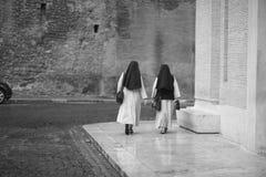 nunnor två Arkivfoton