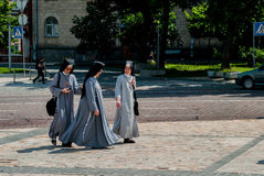 Nuns walking down the street Royalty Free Stock Images