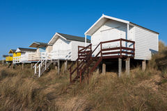 NUNSTANTON, NORFOLK/UK - 2-ОЕ ИЮНЯ: Хаты пляжа на Hunstanton Norfo стоковое изображение