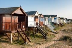 NUNSTANTON, NORFOLK/UK - 2 DE JUNIO: Chozas de la playa en Hunstanton Norfo Fotos de archivo libres de regalías