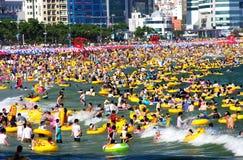 Nuotando a Haeundae immagini stock