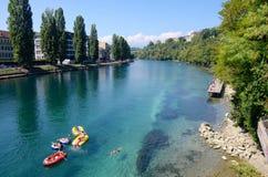 Nuotando nel Rhone, estate a Ginevra fotografia stock libera da diritti