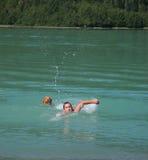 Nuotata dell'acqua fredda Immagine Stock