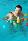 Nuotata e gioco Immagine Stock Libera da Diritti