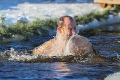 Nuotate dell'uomo Fotografia Stock Libera da Diritti
