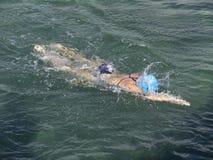 Nuotatore dell'oceano fotografia stock