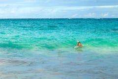 Nuotatore della spiaggia delle Bermude fotografia stock