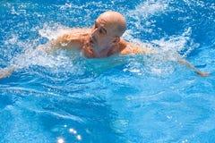 Nuoto dell'amputato Fotografia Stock
