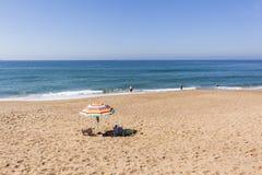 Nuoto dell'oceano della spiaggia Fotografie Stock