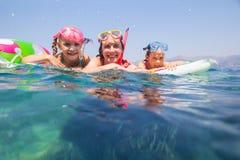 Nuoto della famiglia nel mare Immagine Stock Libera da Diritti