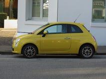 Nuova automobile gialla 500 di Fiat Fotografia Stock