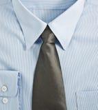 Nuova camicia blu con la cravatta immagini stock libere da diritti