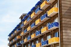 Nuova casa con i balconi colorati Fotografia Stock