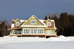 Nuova casa di campagna verde Fotografia Stock