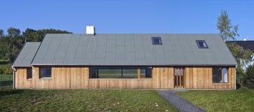 Nuova casa di legno Immagini Stock