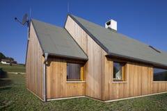 Nuova casa fatta da legno Fotografia Stock